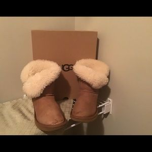 Genuine chestnut button uggs.offers welcome.